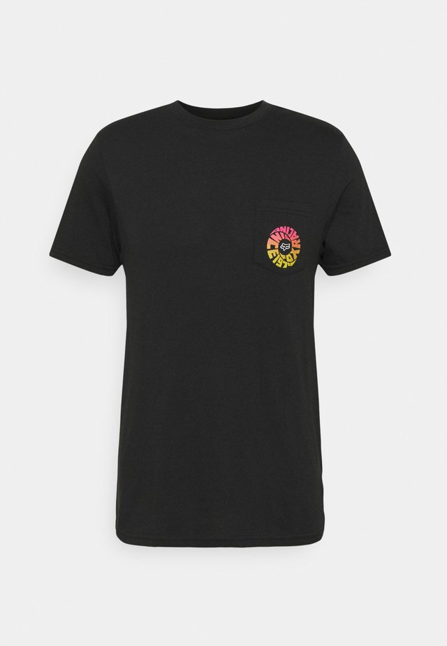 REVOLVER POCKET TEE - Camiseta estampada - black
