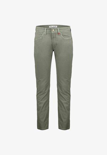 ARNE PIPE - Slim fit jeans - oliv