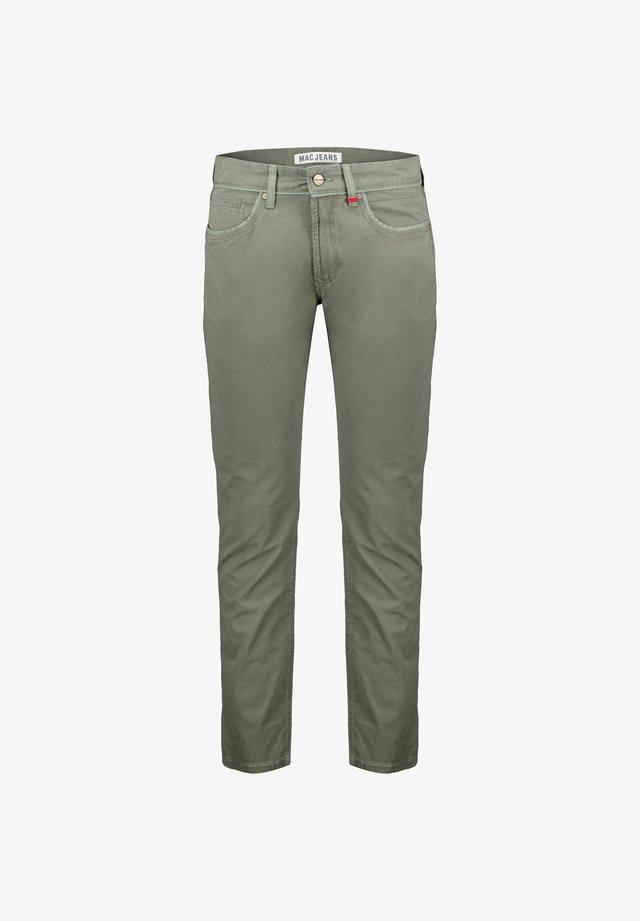 ARNE PIPE - Jeans slim fit - oliv
