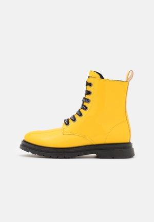 Stivaletti stringati - yellow