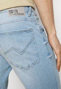 TOM TAILOR DENIM - REGULAR FIT - Denim shorts - heavy bleached blue denim - 5