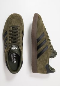 adidas Originals - GAZELLE - Baskets basses - night cargo/core black - 1