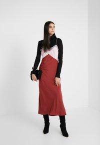Patrizia Pepe - ABITO DRESS - Vestito lungo - peony/rosewood - 1