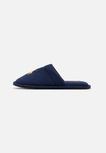 SUMMIT SCUFF UNISEX - Slippers - navy/gold
