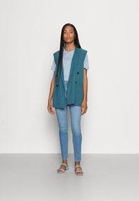 Wrangler - HIGH RISE SKINNY - Jeans Skinny Fit - soft heart - 1