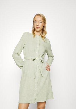 VMPETRINE DRESS - Skjortklänning - desert sage
