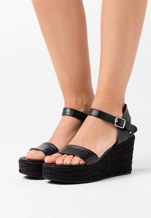 PICKLE WEDGE - Sandalias con plataforma - black