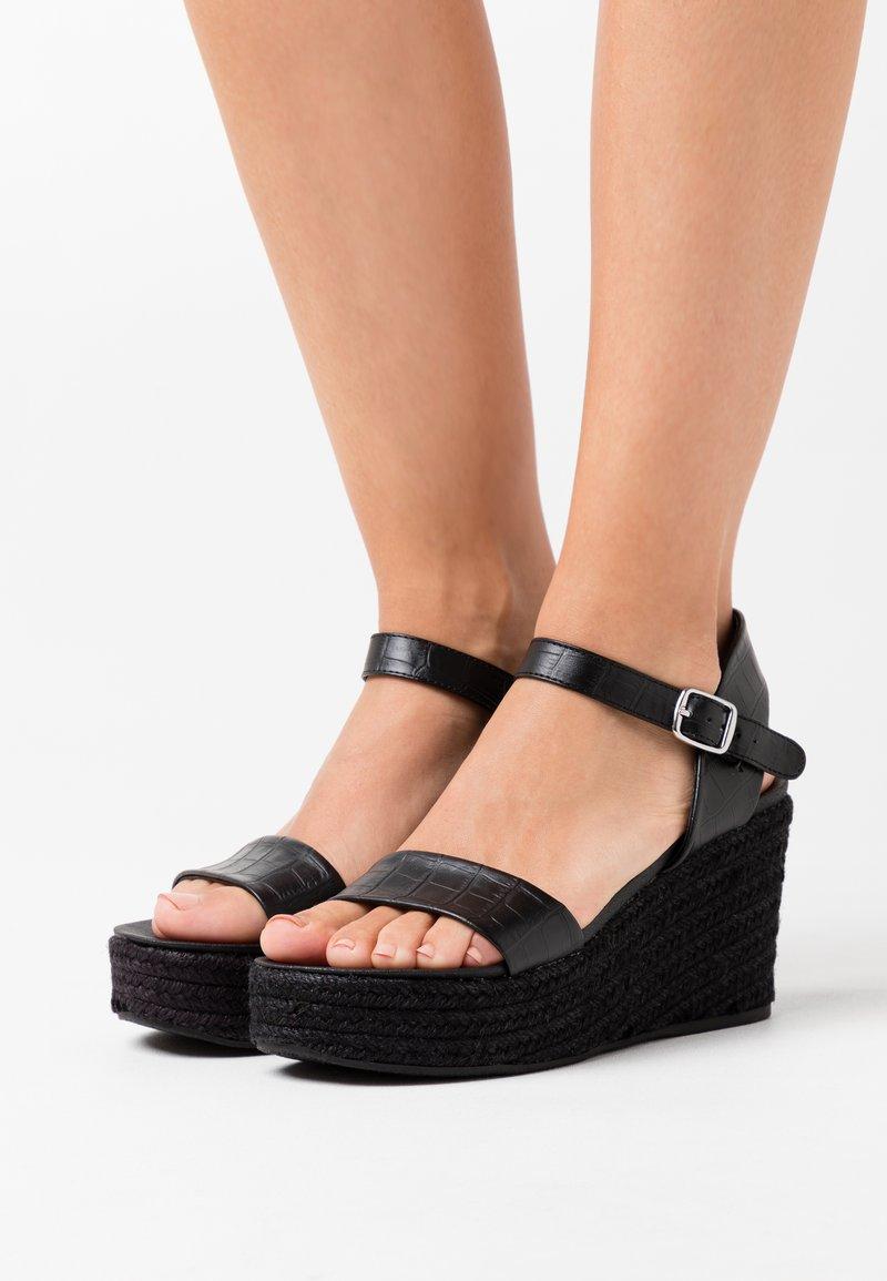 New Look - PICKLE WEDGE - Sandali con plateau - black