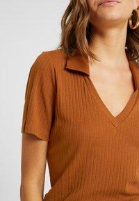Monki - MARGOT - Basic T-shirt - rust - 5