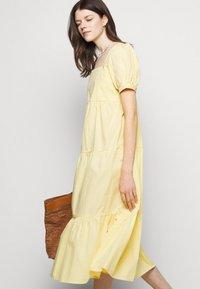 Faithfull the brand - AYLAH MIDI DRESS - Denní šaty - plain banana - 3