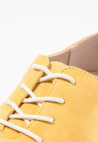 Pier One - Chaussures à lacets - yellow - 2