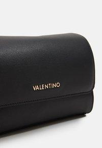Valentino by Mario Valentino - MEMENTO - Taška spříčným popruhem - nero - 3