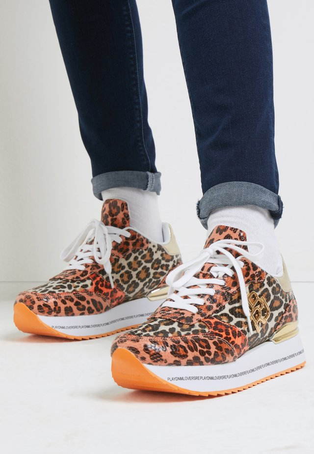 NEW PENNY MONTHRA - Sneakers laag - orange