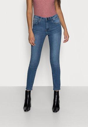 VMTANYA PIPING - Skinny džíny - medium blue denim