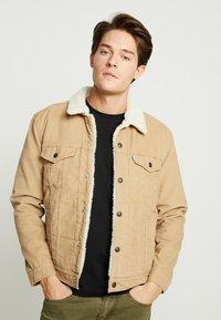 Levi's® - TYPE 3 SHERPA TRUCKER - Denim jacket - beige - 0