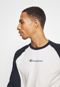 Champion - LEGACY CREWNECK LONG SLEEVE - Top s dlouhým rukávem - off white/navy - 3