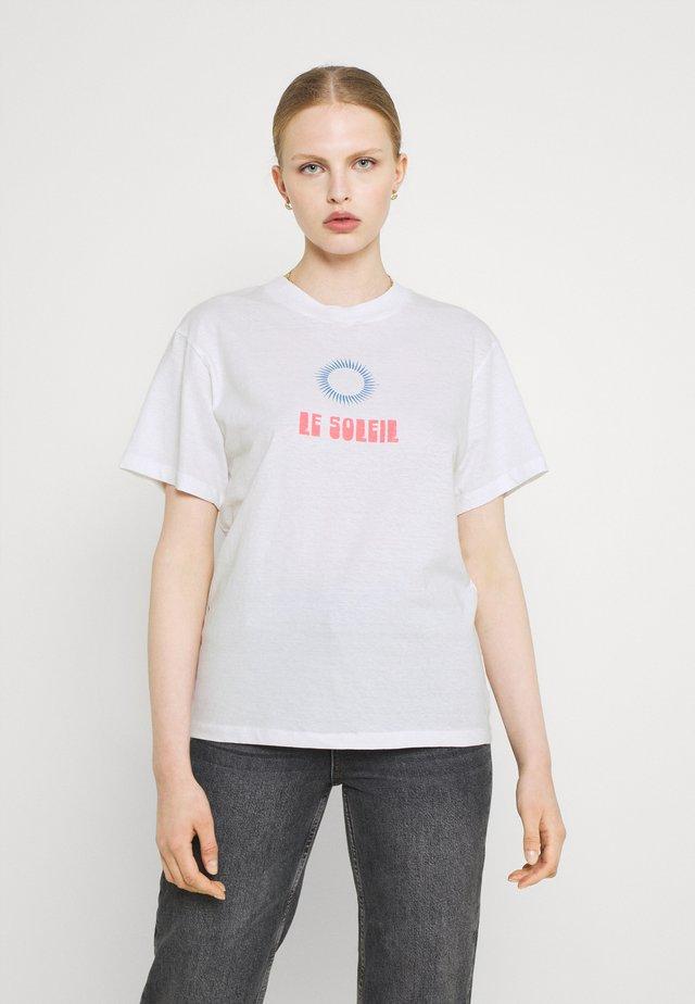SUN TOMBOY TEE - Print T-shirt - white