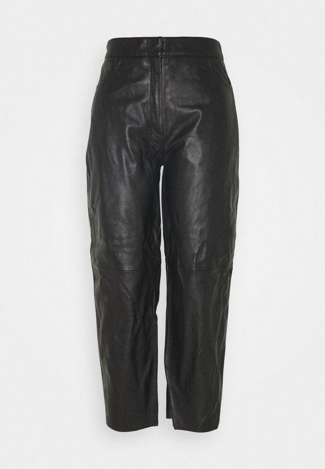SLFAGNES CROPPED PANT - Pantaloni di pelle - black