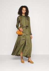 Banana Republic Tall - TRENCH MAXI DRESS - Maxi šaty - jungle olive - 1