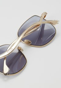 Jimmy Choo - MAMIE - Zonnebril - gold-coloured/lilac - 3