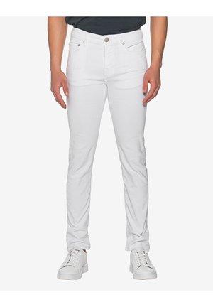 ROCCO TRUEFLEX - Slim fit jeans - white