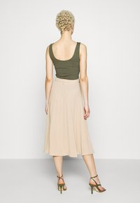 Missguided Tall - BELTED PLEATED MIDI SKIRT - A-Linien-Rock - cuban sand - 2