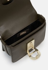 AIGNER - Kabelka - country green - 2