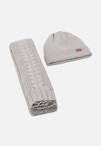 Barbour - CABLE BEANIE SCARF SET - Scarf - ice white - 6
