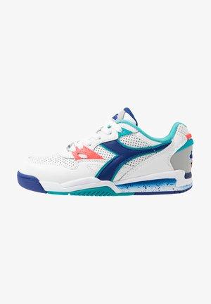 REBOUND ACE - Sneakersy niskie - white