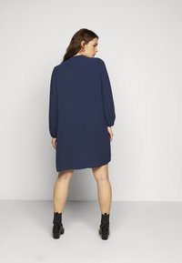 Vero Moda Curve - VMSAGA PLEAT SHORT DRESS  - Day dress - navy blazer - 2