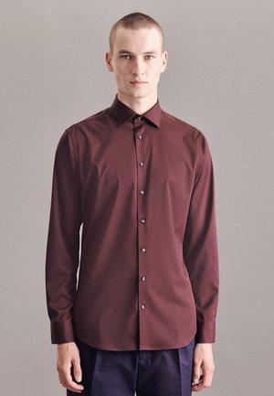 PERFORMANCE SHAPED - Koszula biznesowa - rot