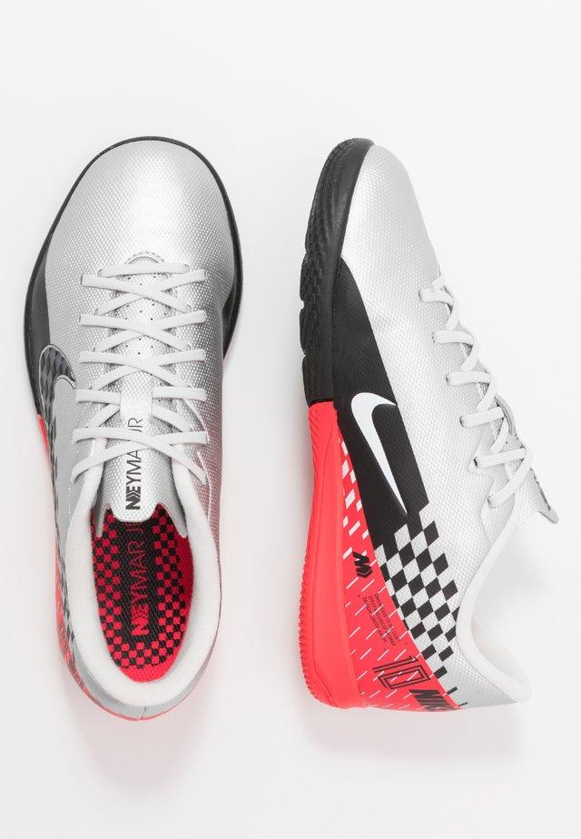 VAPOR 13 ACADEMY NEYMAR IC - Indoor football boots - chrome/black/red orbit/platinum tint/white