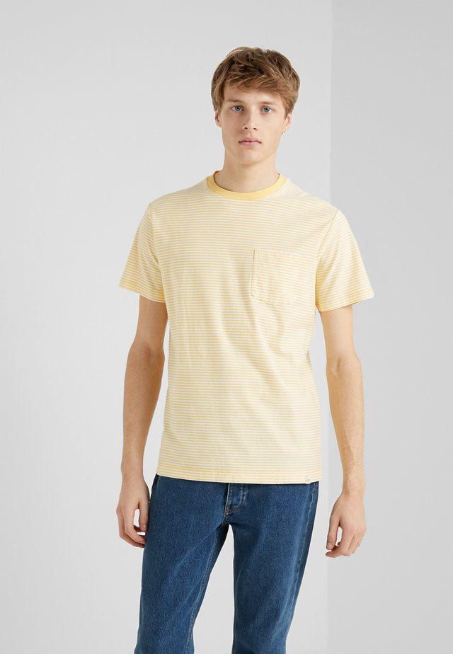 T-shirt con stampa - gold