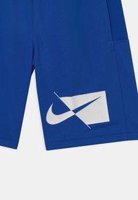 Nike Performance - DRY - Sportovní kraťasy - game royal/white - 2