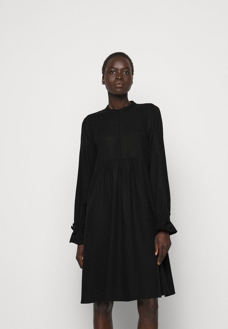 Bruuns Bazaar - PRALENZA DAIJA DRESS - Košilové šaty - black