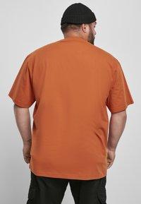 Urban Classics - T-shirt - bas - rustred - 3
