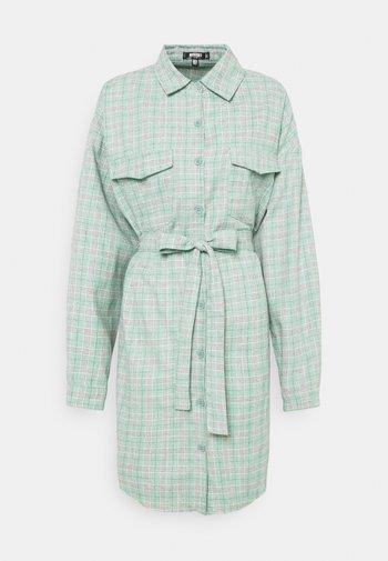 BELTED SHIRT DRESS - Košilové šaty - green