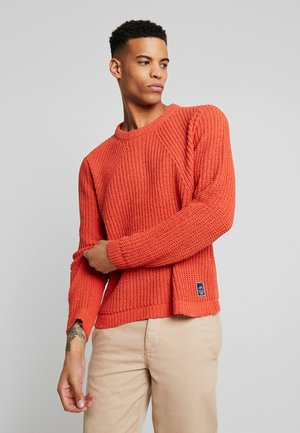 JORCHEN KNIT CREW NECK - Svetr - chili