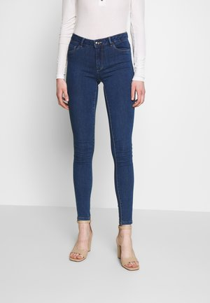 ONLHELLA - Vaqueros pitillo - medium blue denim