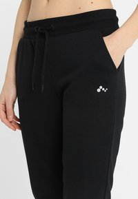 ONLY Play - ONPELINA 3/4 PANTS - Tracksuit bottoms - black - 3