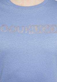 HUGO - THE SLIM TEE - T-shirts med print - bright blue - 5