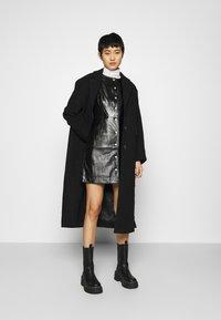 Calvin Klein Jeans - HIGH SHINE SHIFT DRESS - Sukienka letnia - black - 1