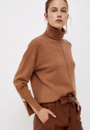 TURTLENECK WITH JEWEL BUTTONS - Jersey de punto - tobacco brown