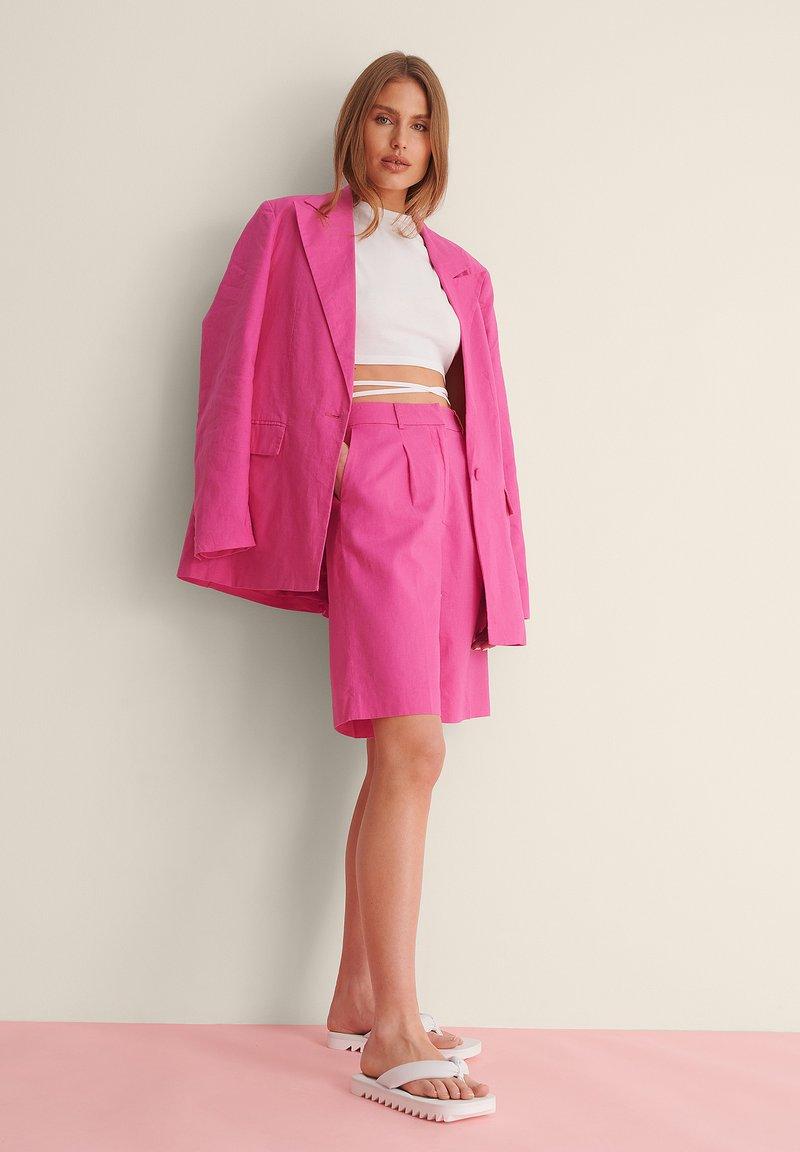 NA-KD - OVERSIZED LINEN BLEND SHORTS - Short - pink