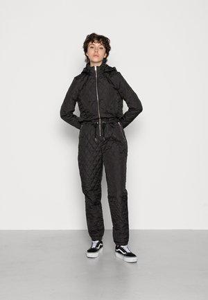 VMBELLE HOOD WHOLESUIT - Jumpsuit - black