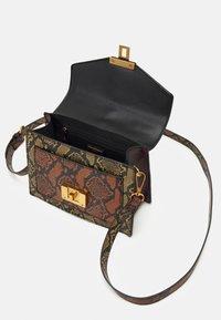 ALDO - MARTIS - Handbag - military olive/mustard rust/chocolat/gold-coloured - 2