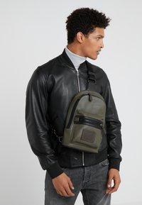 Coach - ACADEMY PACK - Across body bag - light olive - 1