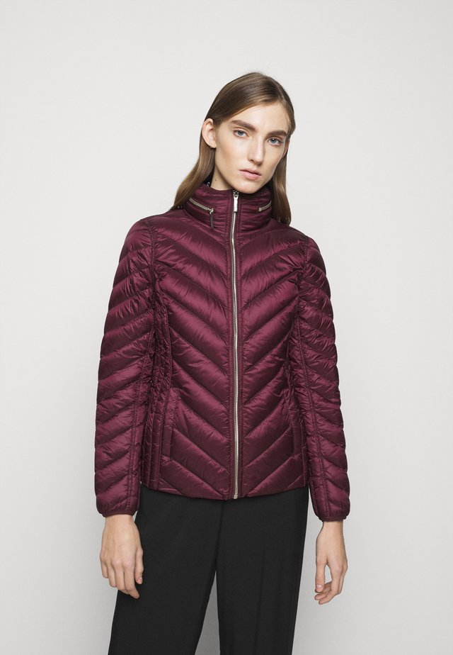 SHORT PACKABLE PUFFER - Gewatteerde jas - dark ruby