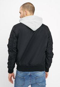 Alpha Industries - HOOD - Bomber bunda - black - 2