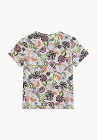 Puma - CLASSICS FRUIT TEE - Camiseta estampada - white - 1